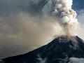 Sopka Sinabung vybuchla: Popol vystreľovala do výšky 1500 metrov