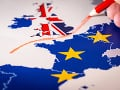 Británia schválila 97 percent žiadostí občanov EÚ o povolenie pobytu v krajine