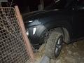 FOTO Vodič pod vplyvom alkoholu narazil do plota domu v Nedožeroch-Brezanoch