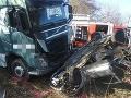 FOTO Tragická nehoda v obci Jacovce: Zrážku vozidla s kamiónom neprežila jedna osoba