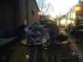 FOTO Hasiči zasahujú v Dlhej nad Oravou: Pri zrážke vozidla s kamiónom zomrela jedna osoba