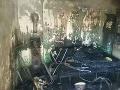 FOTO zhoreného domu v Hrochoti: Pri požiari sa zranili dve osoby, smerovali do nemocnice