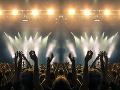 KORONAVÍRUS Špeciálne povolenie: Koncert s tisícmi ľudí overí účinnosť hromadného testovania