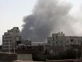 Provládne sily bombardovali hlavné mesto Jemenu: Horel tábor pre migrantov