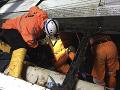 FOTO Obrovská tragédia: Autobus so stredoškolákmi sa zrútil do rokliny, mŕtvych je najmenej 26