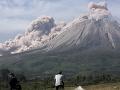 Indonézska sopka Sinabung sa prebrala k životu: Popol a dym chrlila približne šesť minút