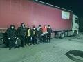 Prekvapenie v návese rumunského kamióna: Polícia objavila sedem cudzincov, kričali o pomoc