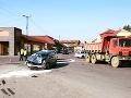 FOTO Vážna dopravná nehoda v centre Fiľakova: Auto napálilo do nákladiaka