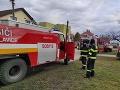 Tragický požiar rodinného domu v Komjaticiach: Pri hasení plameňov našli uhorené telo