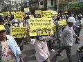 VIDEO Brutalita počas protestov: Zahynuli desiatky ľudí, armáda rozšírila stanné právo