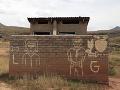 Riaditeľovi školy spadol do latríny mobil: Nechutné, čo urobil potom žiakovi (11)