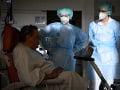 KORONAVÍRUS Švajčiarsko odložilo rušenie obmedzení: Infikovaných pribúda