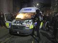 VIDEO Demonštrácia v Bristole prerástla do násilností: Viacero policajtov utrpelo zranenia
