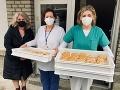 Láskavé gesto! Študenti-cukrári darovali nemocničnému personálu 100 veterníkov: Krásne slová vďaky