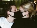 Brooklyn Beckham a Nicola