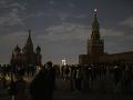 Mestá na celom svete si pripomenuli Hodinu Zeme: Zhasla Eiffelova veža aj Kremeľ