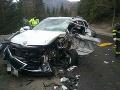 AKTUÁLNE Desivé FOTO nehody pri Banskej Bystrici: Auto sa zrazilo s kamiónom, zasahujú hasiči