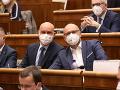 Exministri si odskočili do poslaneckých lavíc: VIDEO Sulík s veľkým úsmevom, Krajčí a Krajniak si zvykajú