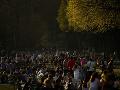 KORONAVÍRUS Fingovaný koncert v Bruseli prilákal tisíce ľudí: Vyústil do zrážok s políciou