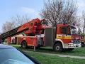 PRÁVE TERAZ V Nových Zámkoch horí byt: FOTO Požiar si vyžiadal evakuáciu obyvateľov