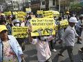 V sobotu v Mjanmarsku zomrelo pri protestoch päť ľudí: Ďalší boli zatknutí