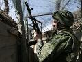 Varovanie Ruska: Na východe Ukrajiny sa znovu strieľa, Kyjev hlási ďalších mŕtvych vojakov