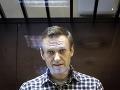 Lekári žiadajú prevoz Navaľného do civilnej nemocnice v Moskve a konzílium