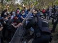 Míting španielskej strany prerástol do násilností: Zranili sa desiatky ľudí