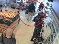 Muž si naložil plný vozík tovaru za stovky eur: VIDEO Ako to, že takto zdúchol bez platenia?