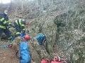 V katastrálnom území obce Hubina uviazla v jaskyni osoba, zachraňujú ju hasiči