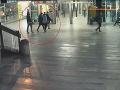 Partia mladíkov zmlátila dvoch bratov v metre: VIDEO Dôvod? Odmietli si kľaknúť a odprosiť!
