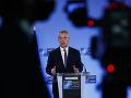 NATO začne do mája sťahovať svojich vojakov z Afganistanu, oznámil Stoltenberg