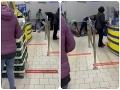 Incident v bratislavských potravinách: VIDEO Ochrankár a zamestnanci spacifikovali zlodeja