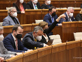 Opozícia opäť nepochodila: Po krátkych minútach v parlamente vládni poslanci odpískali mimoriadnu schôdzu