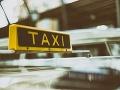 Mladíkovi ráno objednali taxík: