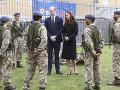 počas návštevy leteckého výcvikového centra RAF Air Cadets v Londýne.