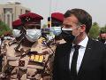 FOTO Macron na Débyho