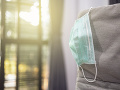 KORONAVÍRUS Policajti vyšetrovali ohnisko infekcie: Neuveriteľné zistenia, muž mal nakaziť 22 ľudí