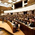 Parlament podporil presun právomocí medzi ministerstvami