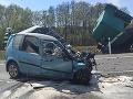 AKTUÁLNE Vážna dopravná nehoda na R2: FOTO Zrážku auta s kamiónom neprežila jedna osoba