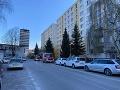 Považskou Bystricou poobede otriasol menší výbuch: FOTO Bytovku okamžite evaukovali