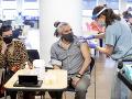 Vynaliezavosť Slovákov nemá hraníc: Očkovanie s výhodami! V inzeráte ponúkajú 100 EUR za seniora