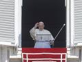 Pápež František pozdravuje veriacich