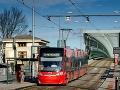 V bratislavskej Petržalke sa vykoľajila električka, premávku opäť obnovili