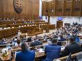 Poslanci NR SR počas rokovania v parlamente