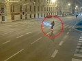 VIDEO Dvaja mladíci sa takto vozili na jednej kolobežke: Predpisy v paži! Vodič mal takmer dve promile