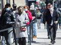 Tisíce ľudí pochodovali v kanadskom Montreale proti pandemickým obmedzeniam