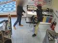 VIDEO Dráma v drogérii, mladík ohrozoval SBS-kára nožom:
