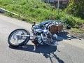 Ďalšia smrteľná nehoda: FOTO Vodič motocykla ťukol do protiidúceho auta, stálo ho to život