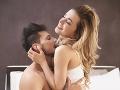 FOTO Hlasno sexujúca dvojica strpčuje život obyvateľom bytovky: Odkaz od susedov, aj s pikantným USB!